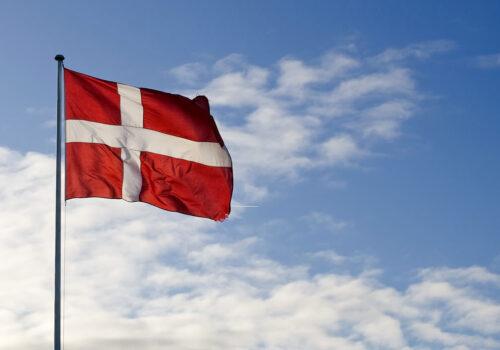 106r8luj_1_2 flag